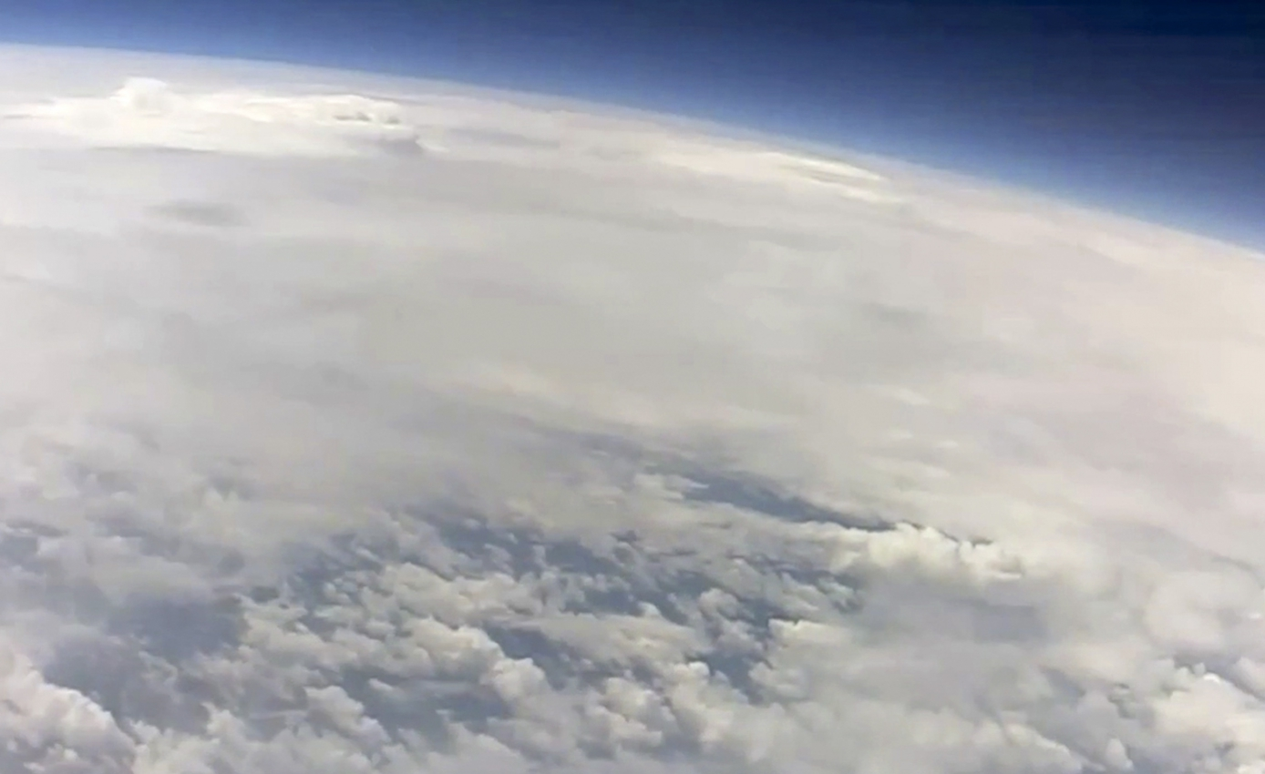 curvature of earth and clouds