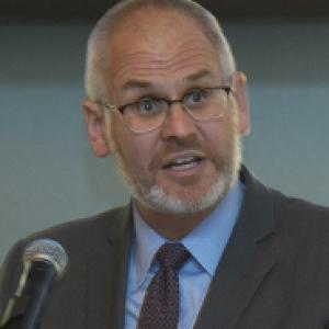Steve Wisniewski speaking at podium headshot
